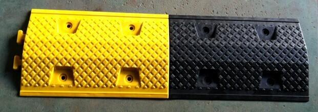 耐磨性强的道路橡胶减速带
