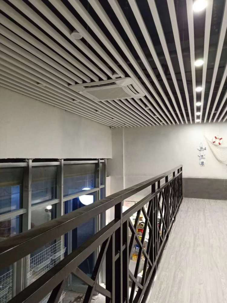 阳泉市生态木天花、临沂鸿源装饰建材、生态木天花吊顶 白色