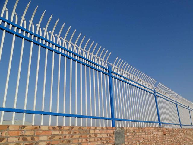 洛阳生产厂家销售双弯防攀爬护栏