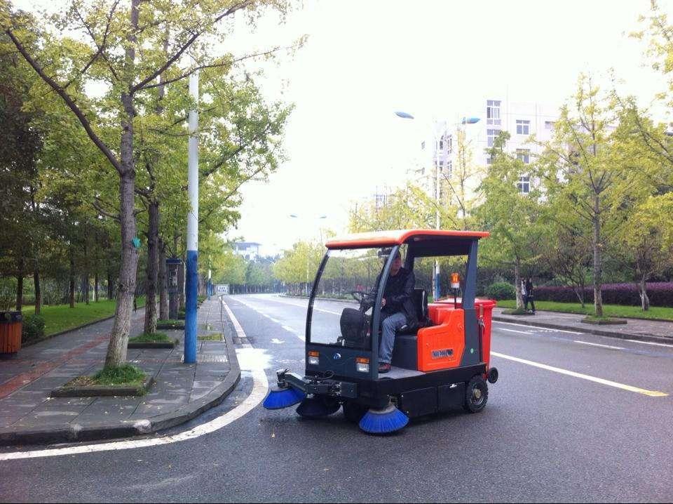平度市多功能电动清扫车优惠价多少?