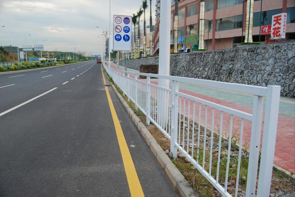 圆钢U型钢护栏、云浮市护栏、市政护栏厂家、路中心隔离栏杆