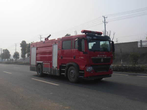 镇江市消防车、江特、8吨重汽泡沫消防车
