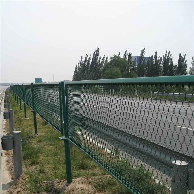 高速公路鋼板網護欄網規格,公路防眩護欄網廠家