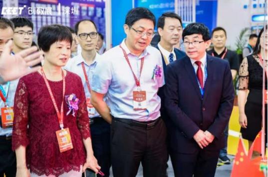 新浪网:第二届深圳教育装备博览会开幕 智搭机器人惊艳全场