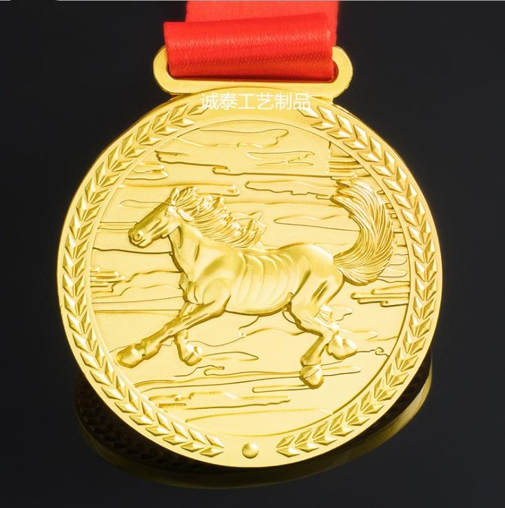 设计半程马拉松金属运动奖牌 锌合金烤漆勋章金色电镀奖牌定制