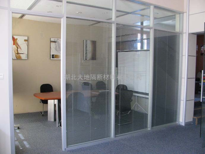 西城区安装玻璃隔断展览路安装磨砂玻璃隔断