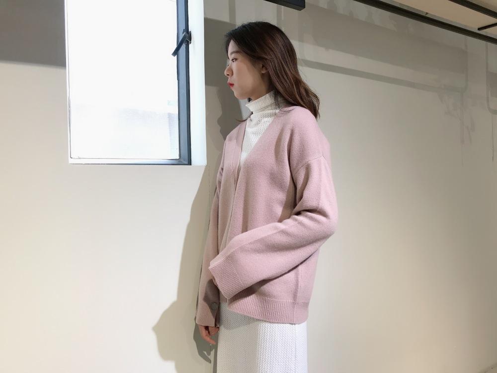 广州品牌女装货源 绵羊毛时尚毛衣 秋冬外套 羽绒服 大衣 折扣女装批发