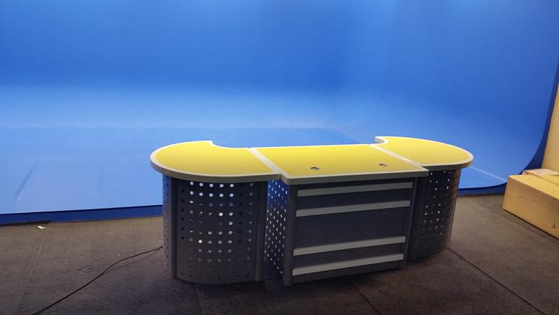 超高清4K演播室建设 校园导播直播间装修方案