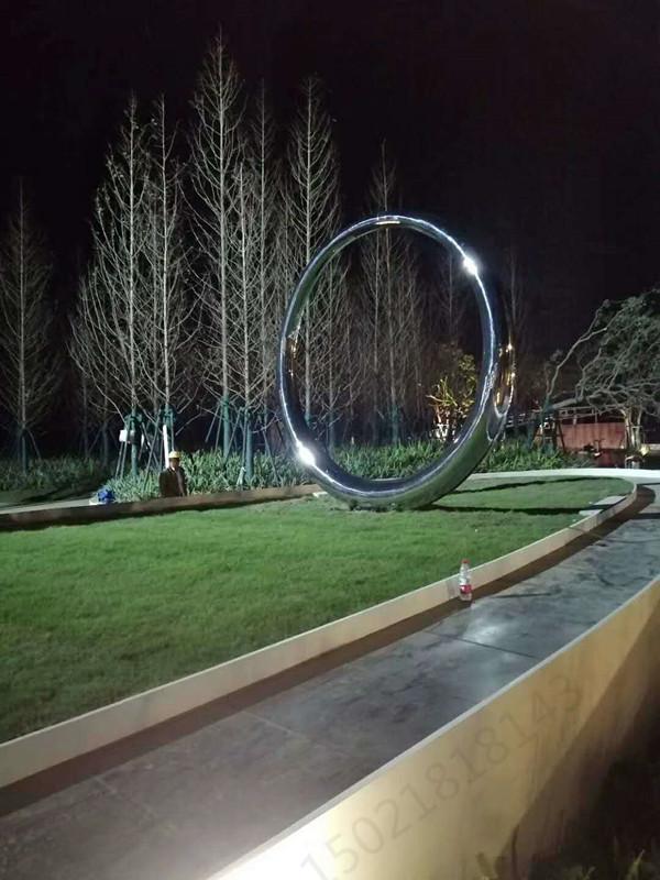 郑州绿化带锻造圆环雕塑 不锈钢镜面圆摆件