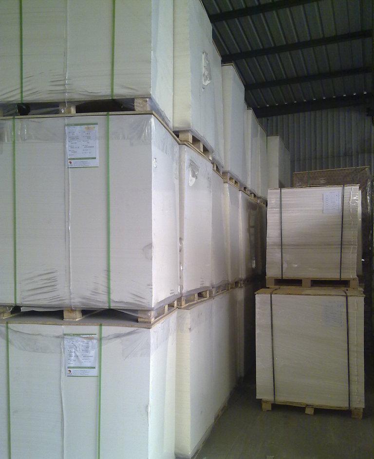 进口白玻璃卡纸厂家直销 高档包装印刷 FSC 认证 高档进口白卡纸