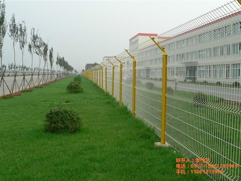 桃型柱護欄網三角折彎護欄網廠家直銷量大從優江蘇中國
