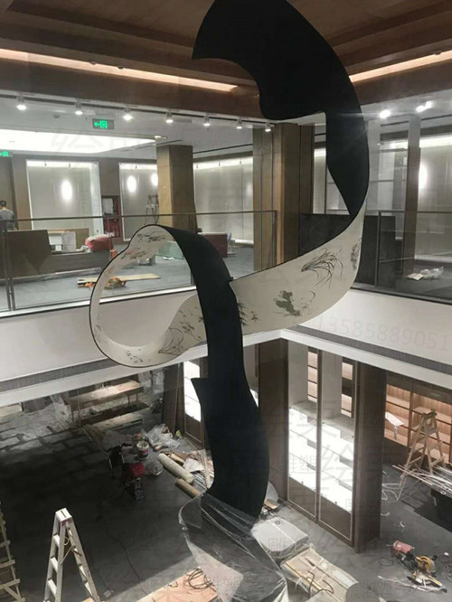 四川书店内厅 薄钢板彩绘雕塑 悬挂旋转装置